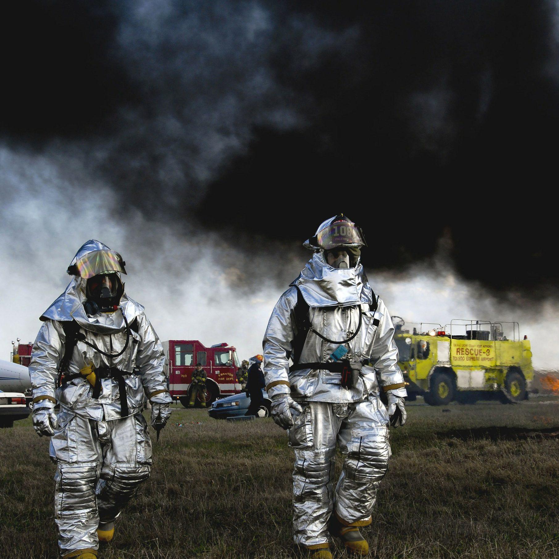 firemen-86039_1920